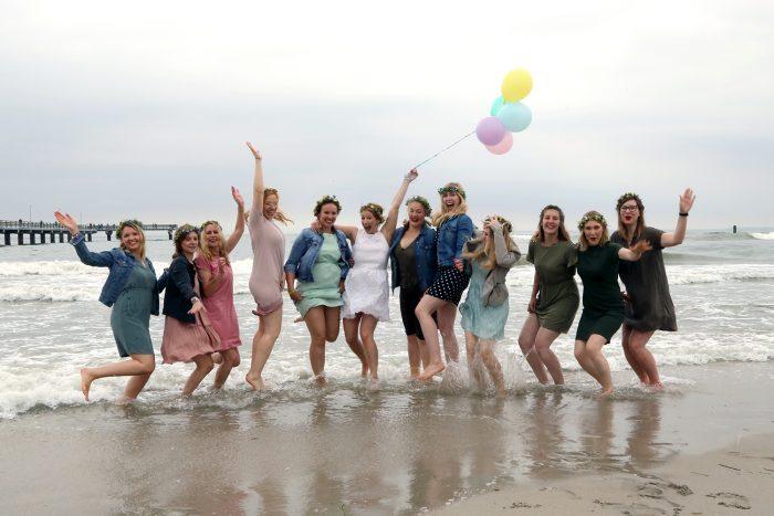 Junggesellinnenabschied am Strand